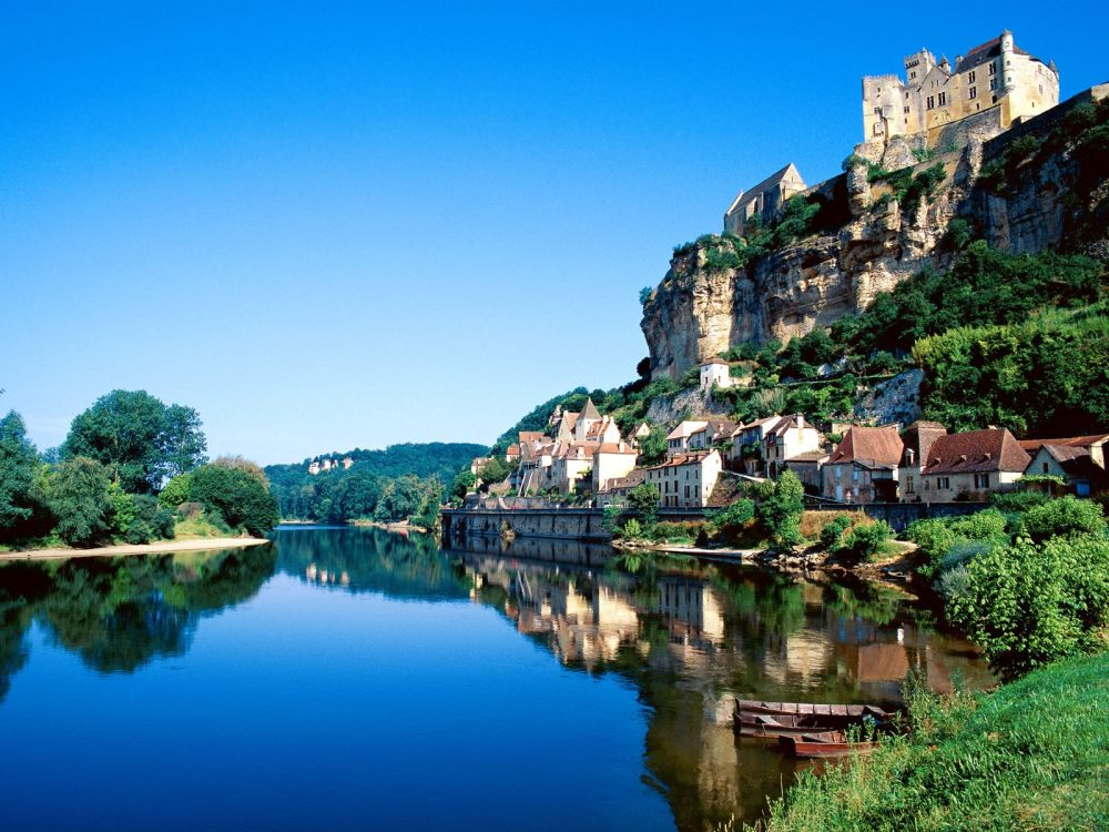 beynac-dordogne-river-france